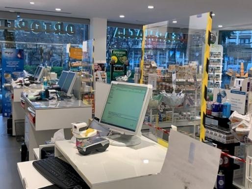 Diseño de mamparas protectoras de metacrilato para establecimientos comerciales